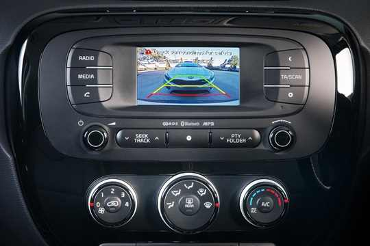 touch-screen-audio-system-with-reverse-camera.jpg