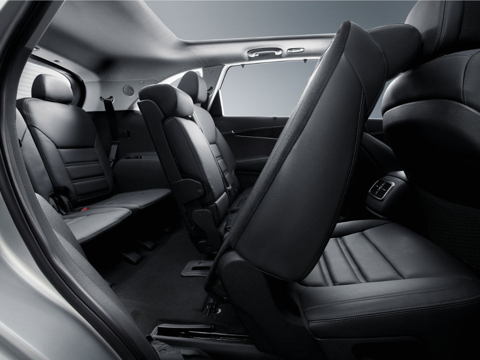kia-new-sorento-interior-ease-of-entry.jpg