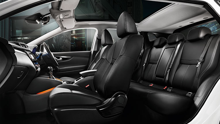 QASHQAI Ti interior. Overseas model shown.