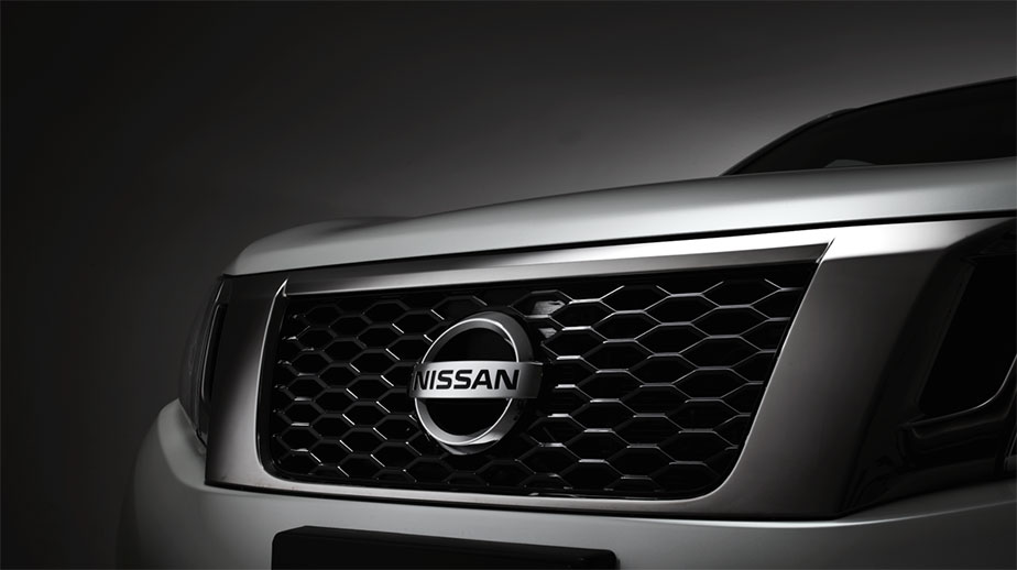 Black gloss honeycomb grille with smokey chrome accent