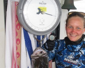 Kahlee weighs in her new QLD Womens Jobfish Record