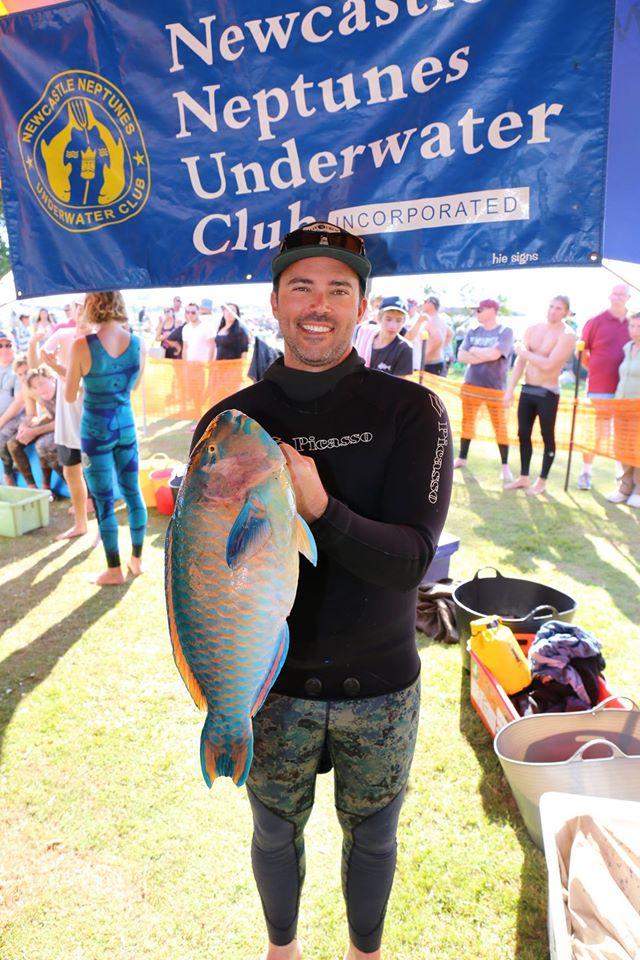 Jon Henderson with his 3.3kg Bluebar (1)