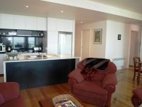 28 Wills St, 17th floor - FULLY FURNISHED: Fantastic Location!