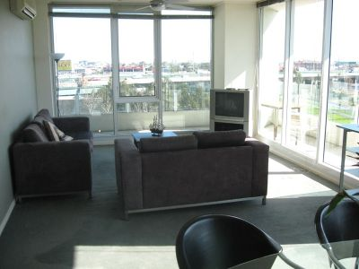 Centurion 5th floor FULLY FURNISHED, 83 Whiteman St: This Could Be Your New Home!