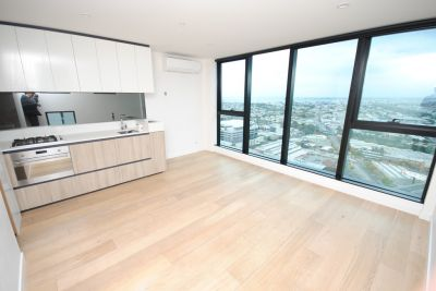 1 bed Plus Large Study - Superb Location With Ocean View!