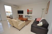 Nicholson Gardens - FULLY FURNISHED: Trams On Your Doorstep!