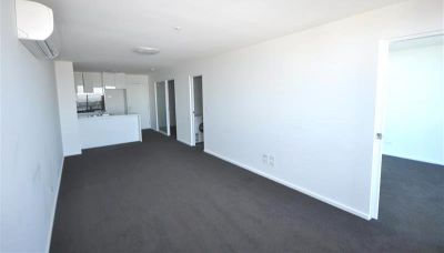 MAINPOINT 39th floor, 241 City Road: Superb Location!