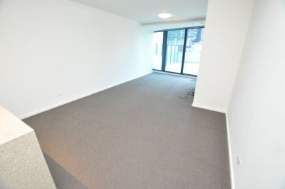 SouthbankONE 8th floor, 180 City Rd: Large Private Terrace!