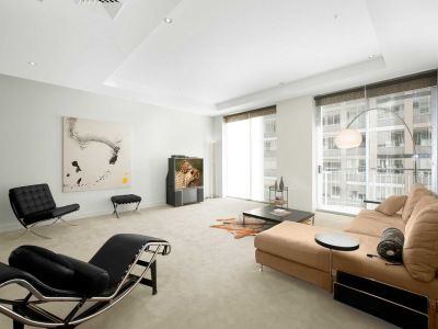 325 Collins St - FULLY FURNISHED: Presented In An Immaculate Condition!