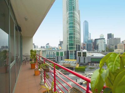Southbank Towers, 9th floor - FURNISHED: Don't Let It Get Away!