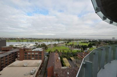Yve - 3 Bedroom Apartment with views over Albert Park Lake!