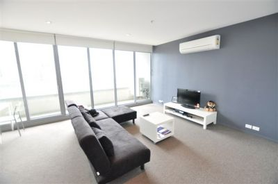 Eifel Tower - FULLY FURNISHED, 8 Downie St: Superb Apartment In A Fantastic Location!