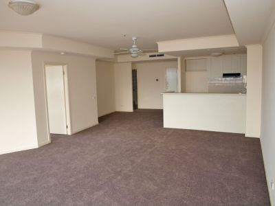 Southbank Towers 17th floor, 83 Queensbridge St: Convenient And Stylish!