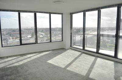 Yarra Crest 9th floor, 99 Whiteman Street: Stunning Views!