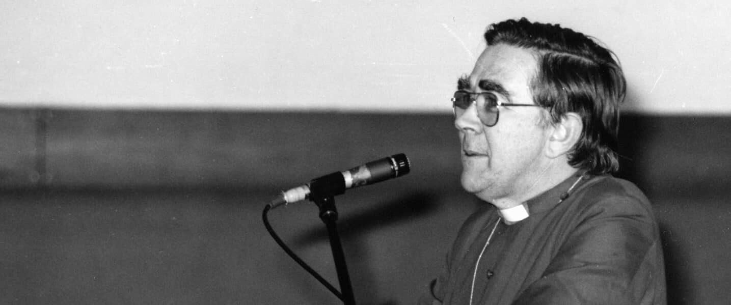 Vernon Cornish at 1981 Perth Synod banner