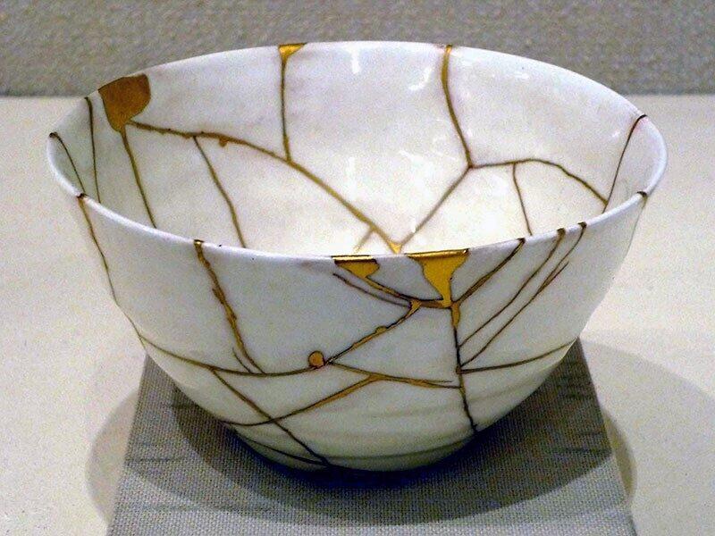 Kintsugi gold bowl image