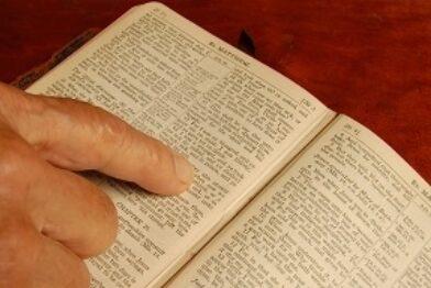 Bible reading book thumbnail