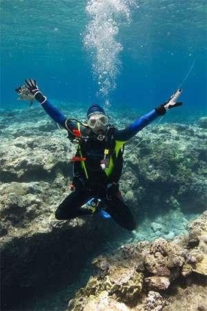Jenni in her scuba gear under water