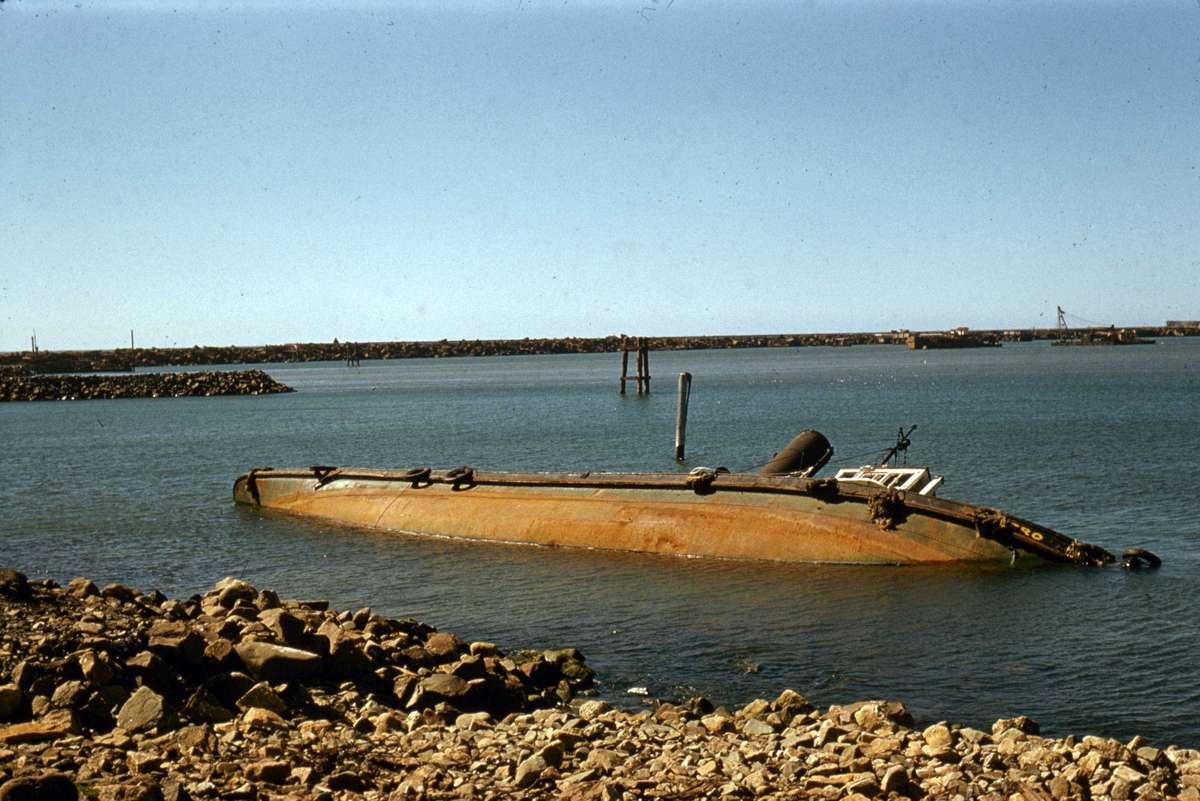 Sunken tug HERO at Port Kembla