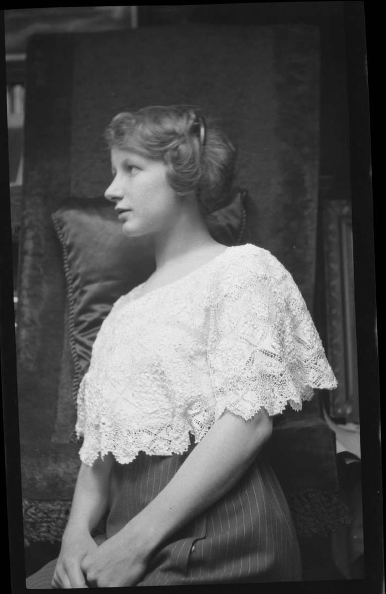 Portrait of a woman, possibly Dorothy H Sterling