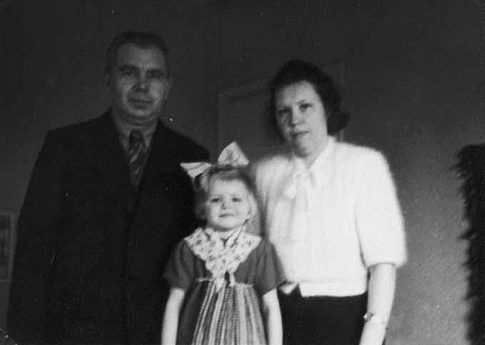 Oskar, Anu and Magda Mihkelson in Sweden, 1948