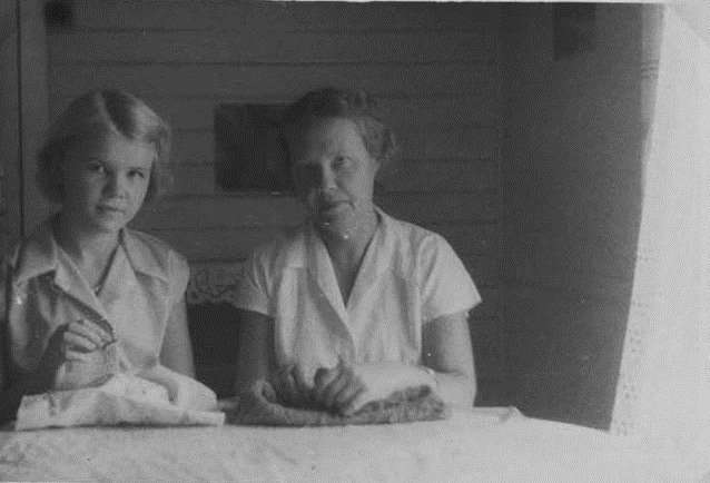 Anu sewing and Magda knitting in Mount Isa, 1957-58