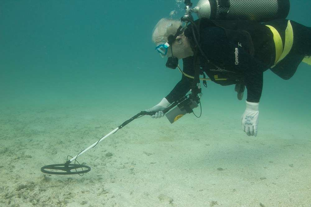 Andrew Turner carrying out a detector survey at Fison Reefs. Photo: Xanthe Rivett, SWF