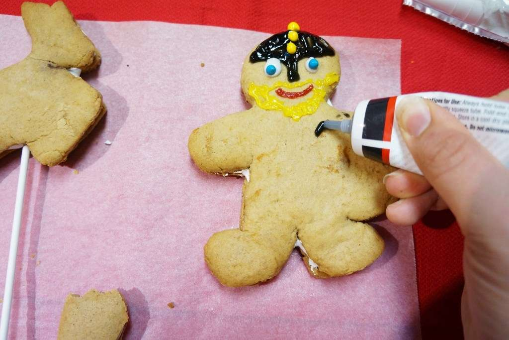 Decorate your viking gingerbreads- we recommend writing icing for fine details like clothing and icing cement for fixing lollies.