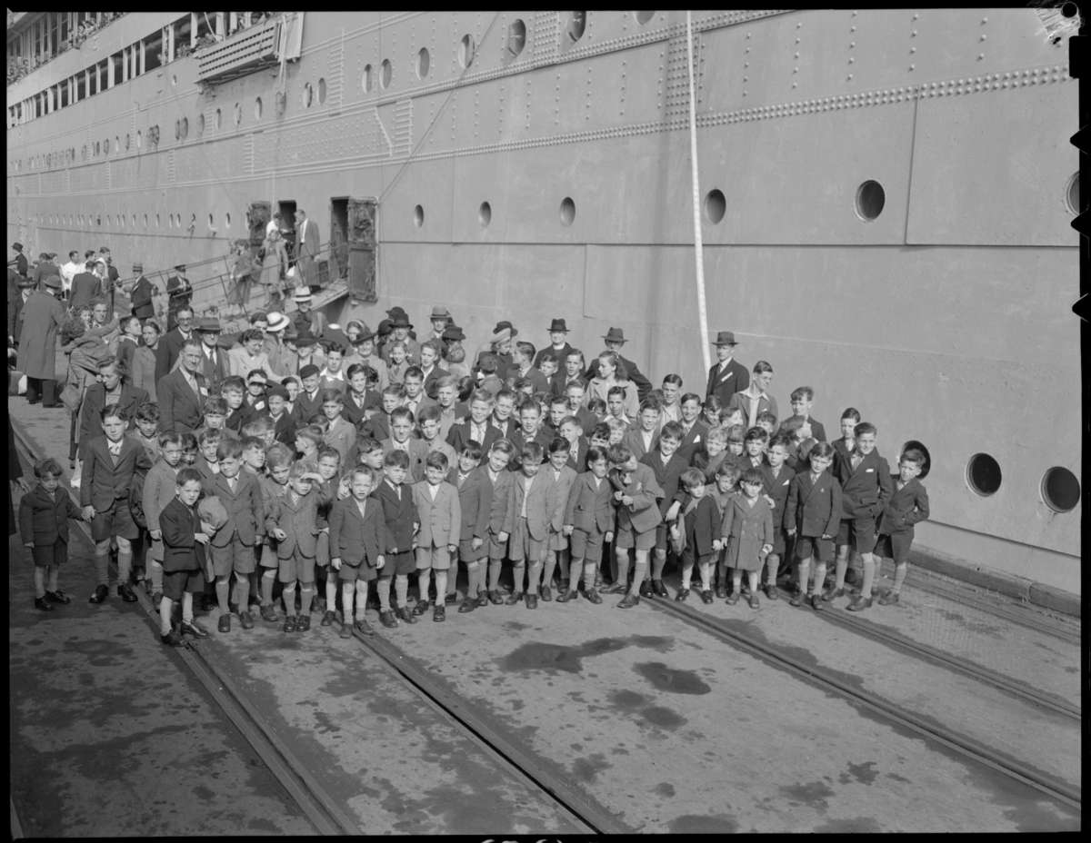 First group of post-war child migrants from Asturias arrive in Fremantle, 1947