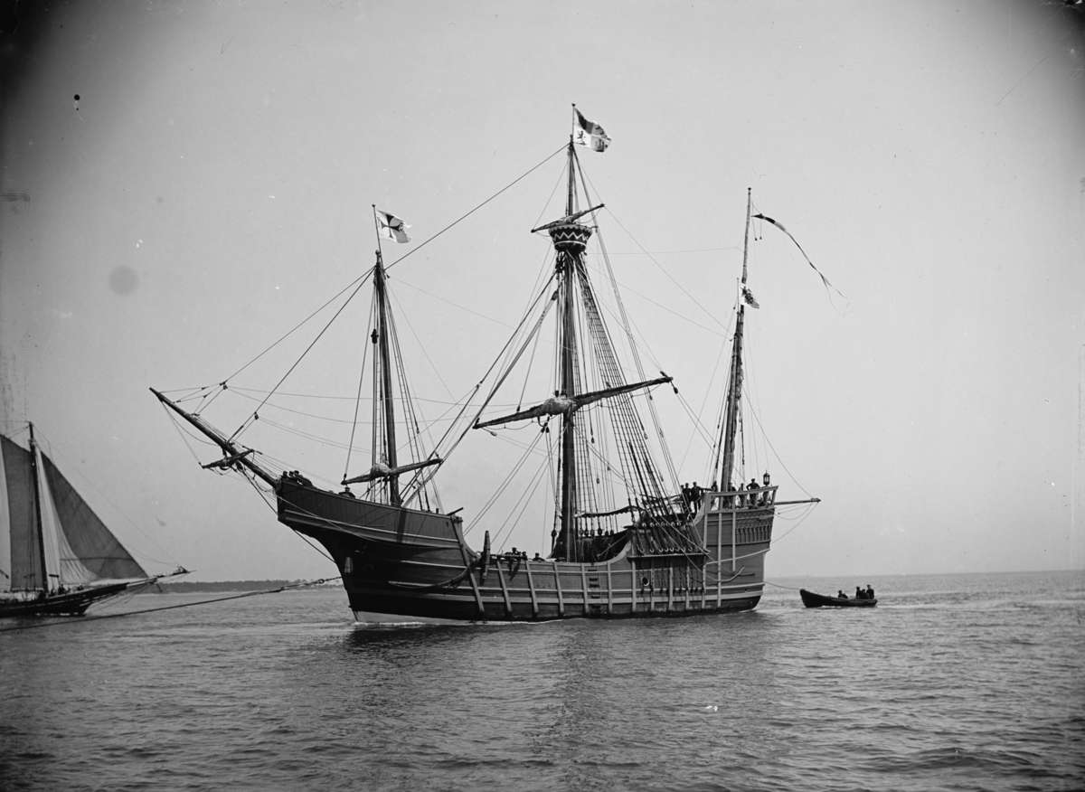 1892 replica of Santa Maria photographed in 1904 possibly by Edward H Hart. Source: United States Library of Congress via Wikimedia Commons