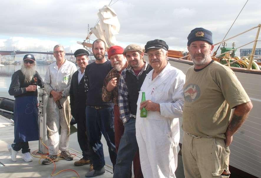 ENA's crew, minus Jonathan Turner (holding the camera?) - from left, Russ (bilge rat) Anderson, Mark Dy , Darren Downey, Hamish Turne , Tom Hughes  (Old Tom), Thomas Lord, John Davis, Darren Mann.