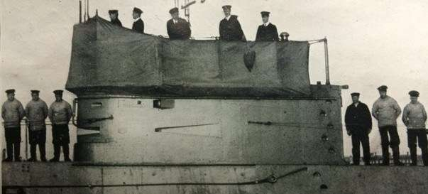 Officers and crew on deck of the newly commissioned submarine AE2 at Portsmouth, England, 1912  ANMM Collection