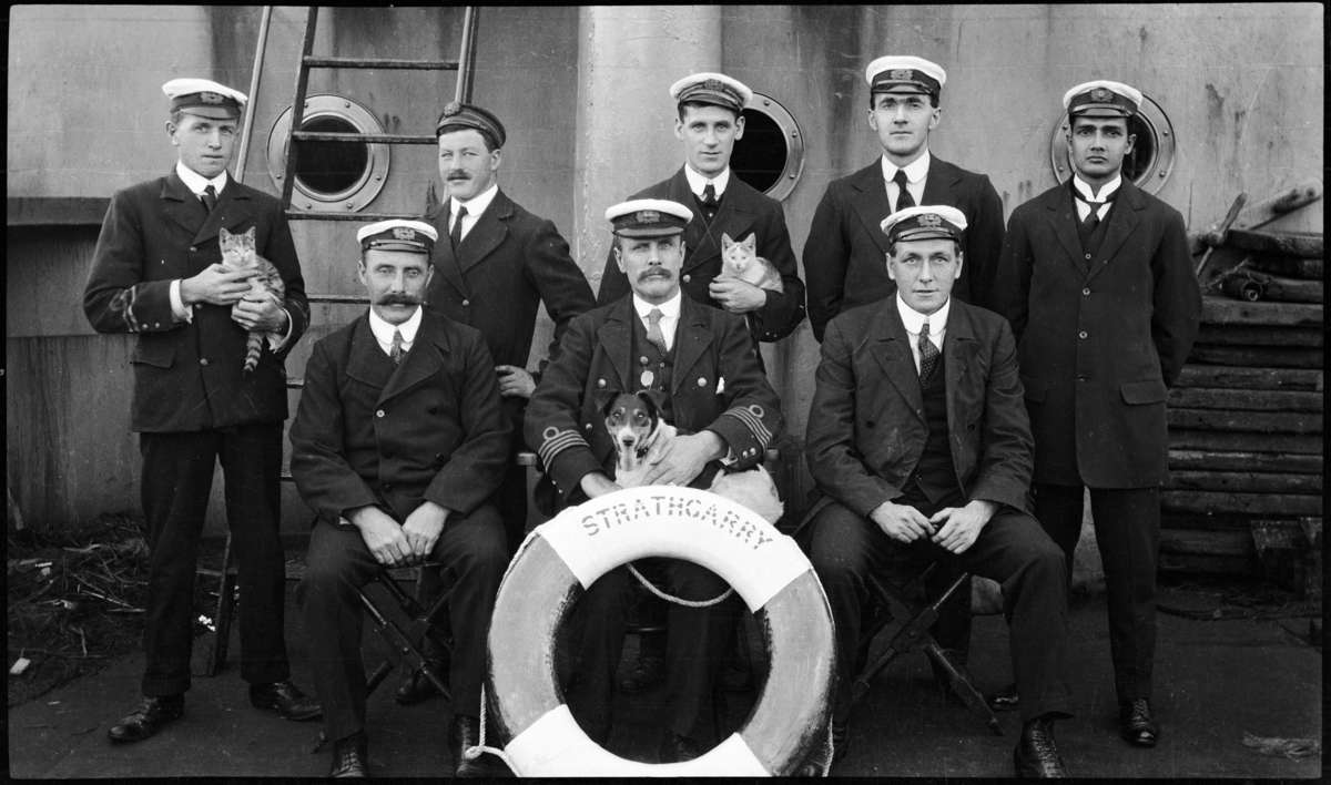 ANMM Collection Crew of the SS Stratherry and their pets.