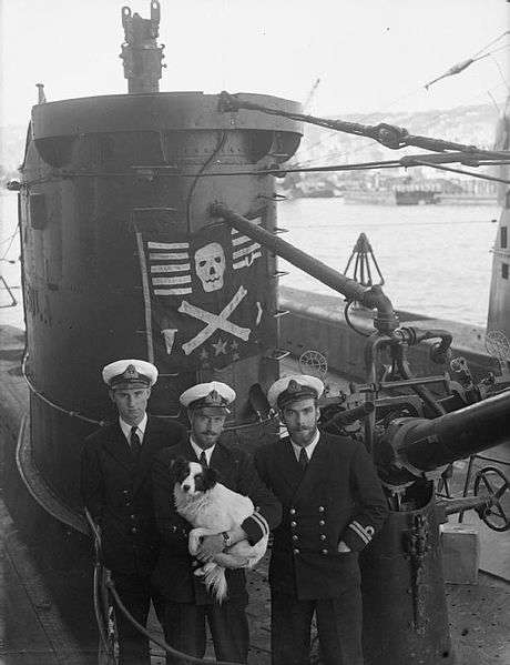 Crew of the submarine HM Ursula and their dog Peter, 1943. (Wikimedia)