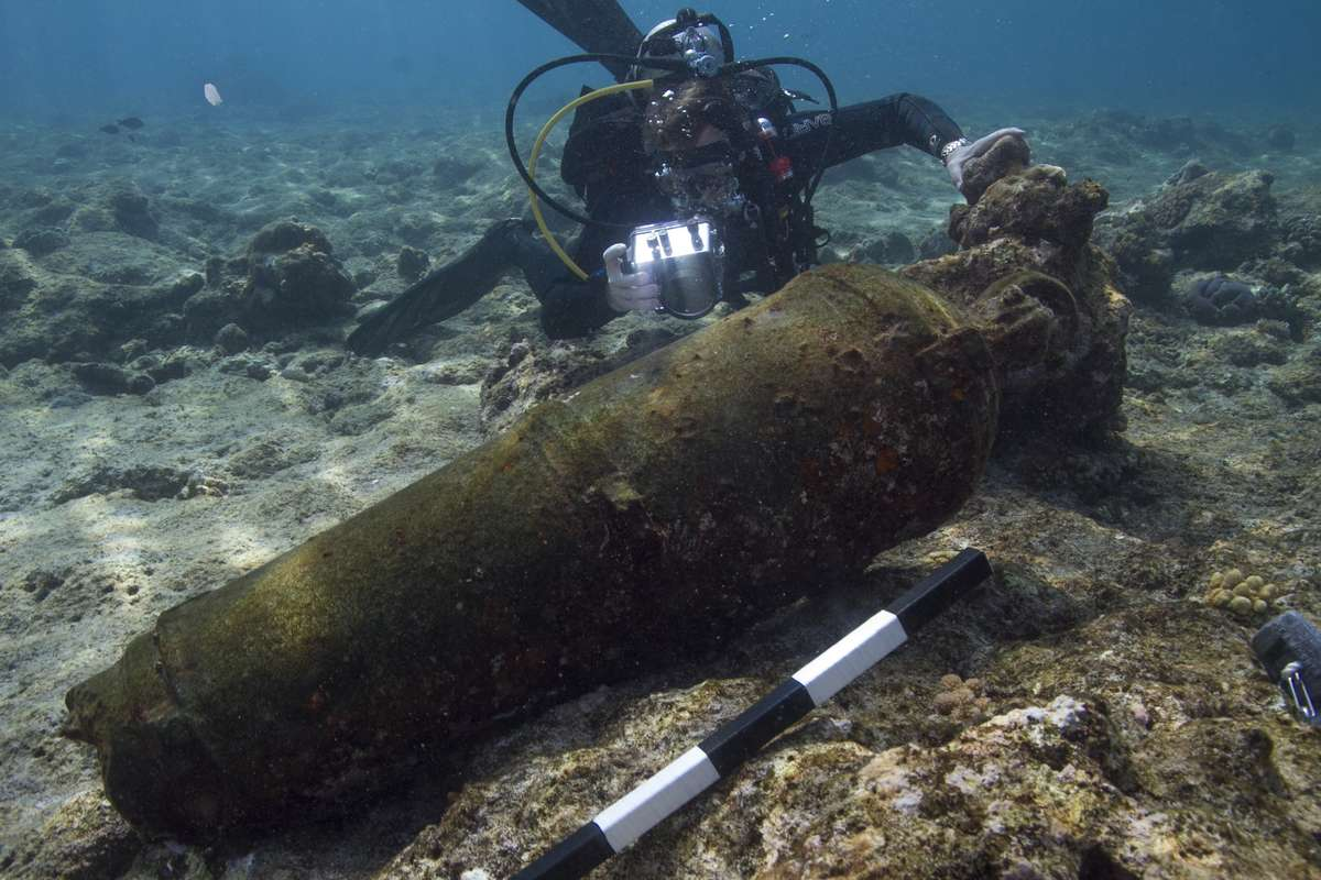 Grant Luckman photographing one of several iron carronades on the Ashmore Reef site.