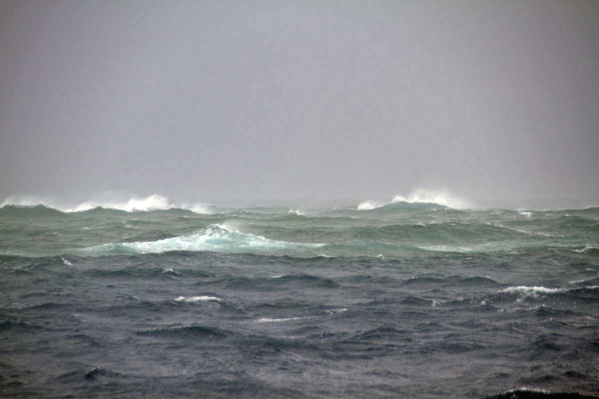 Sea conditions at the wreck site on Ashmore Reef.
