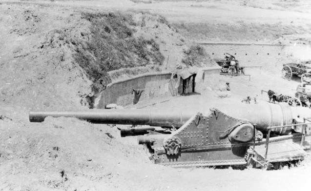 Destroyed Turkish gun from the outer forts. Australian War Memorial Collection