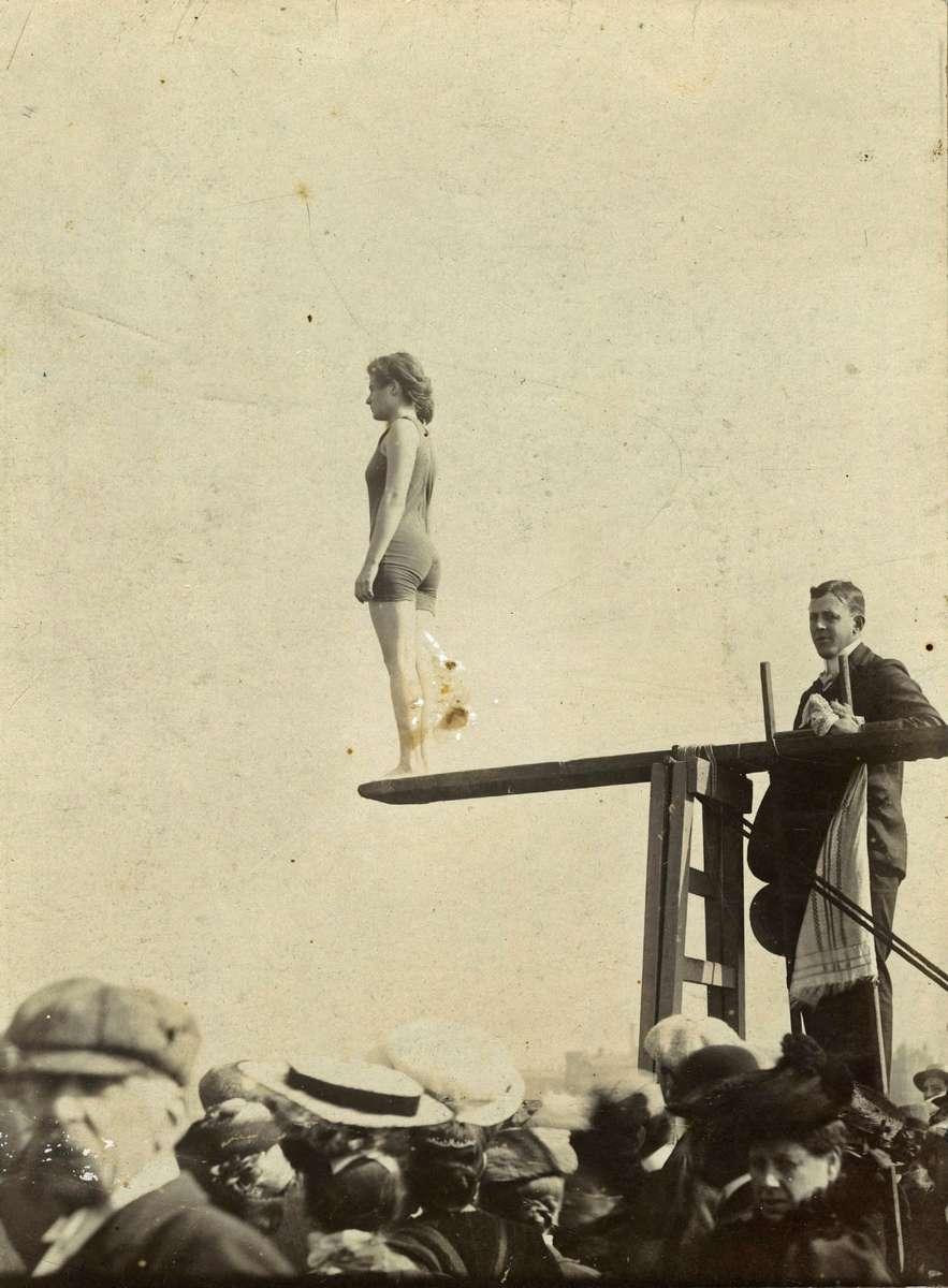 Beatrice Kerr preparing to dive