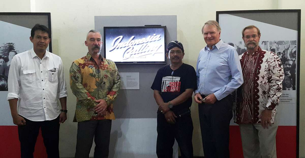 MBV staff with ANMM curator Dr Stephen Gapps, ANMM Chairman Peter Dexter ANMM Honorary Research Associate Jeffrey Mellefont
