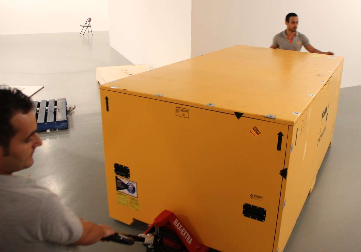 After acclimatisation the team in Turkey manoeuver the crate into the exhibition space.