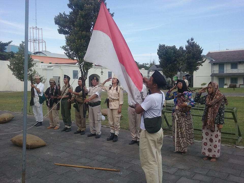 Reenactors of guerrilla independence fighters.