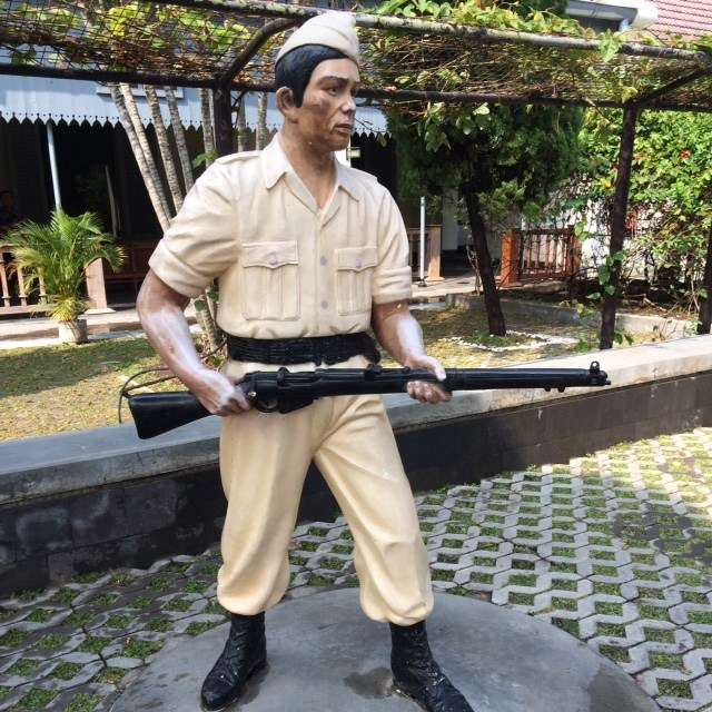 Fibreglass statues of historical figures abound in the grounds of the Museum Benteng Vredeburg.