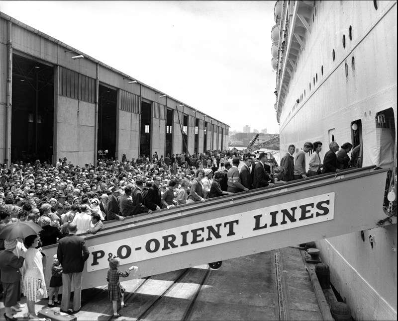 assengers boarding a P&O liner c1950/1960s, ANMM Collection, ANMS1404[927]