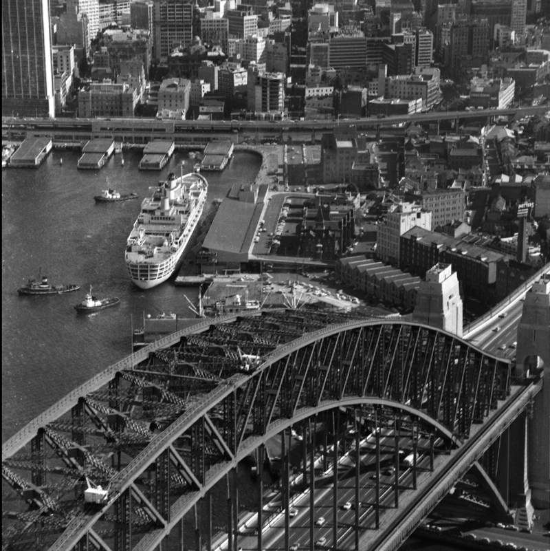 SS Oriana at the International Passenger Terminal,  Sydney Cove. 30 December 1960, ANMM Collection, ANMS1406[283]