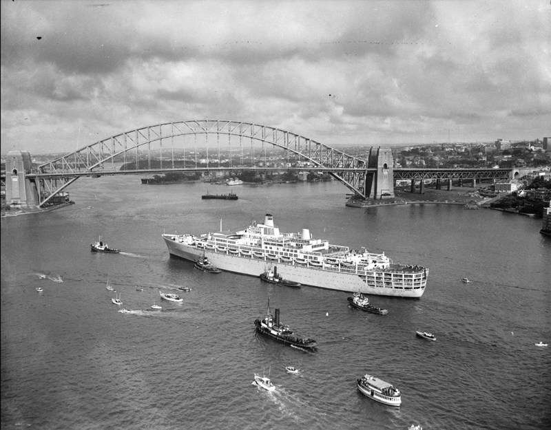 SS Oriana arrives in Sydney Harbour 30 December 1960. ANMM Collection, ANMS1406[265]