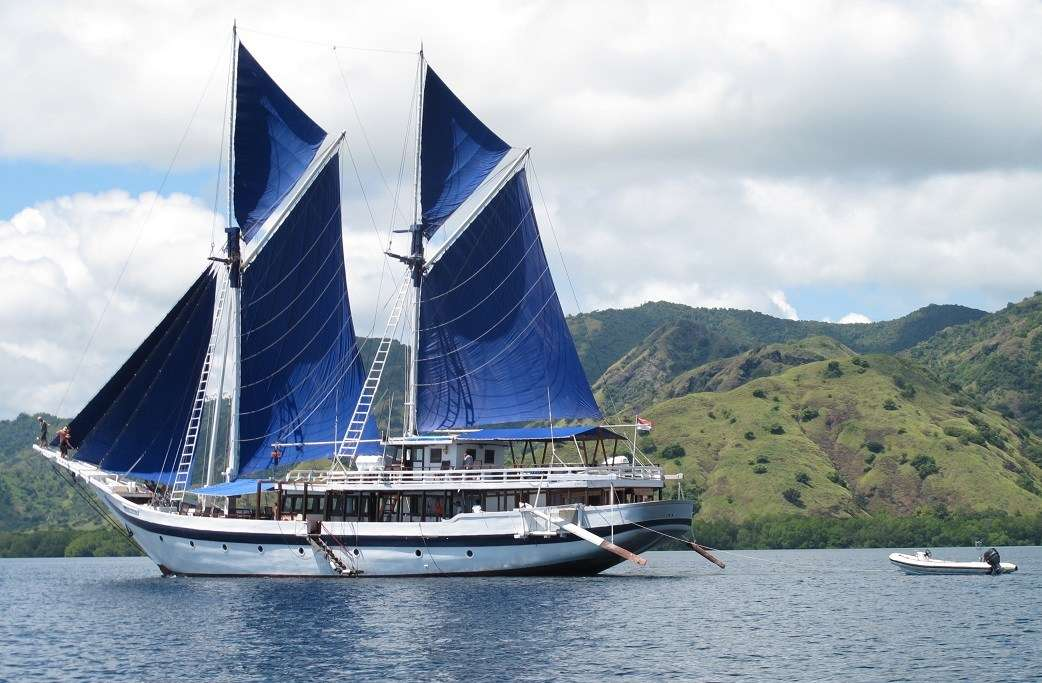 Picture of Indonesian cruise vessel based on a tradtional sailing trader