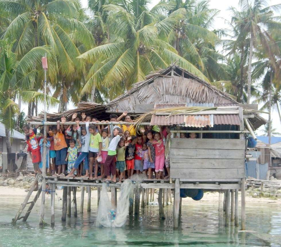 Picture of Sea Gypsy children at home on Samaringa Island