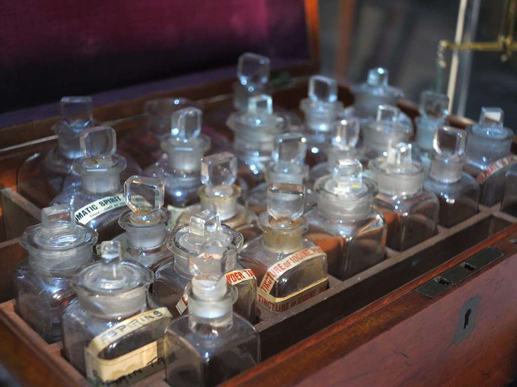 The many powders and potions used by surgeons.