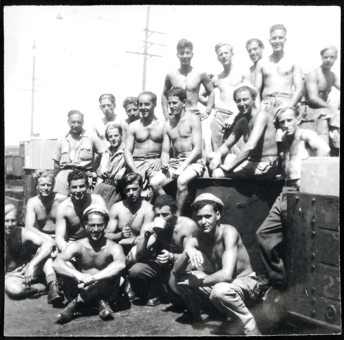 Members of the 8 AEC in Albury, 1942. Courtesy of the Jewish Museum of Australia, private donor, 4149.