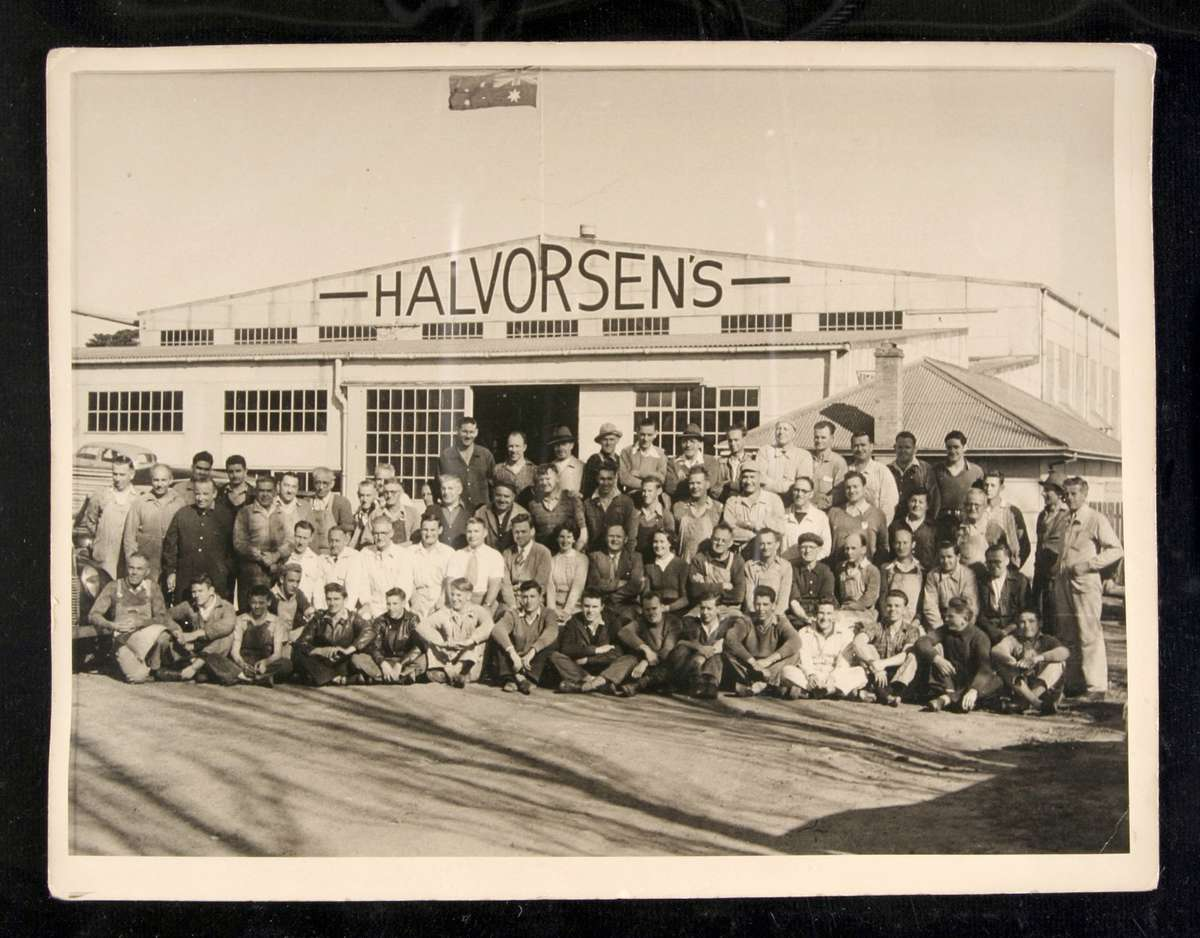 The Halvorsen shipyard and staff at Ryde. Image: ANMM Collection 00038334.